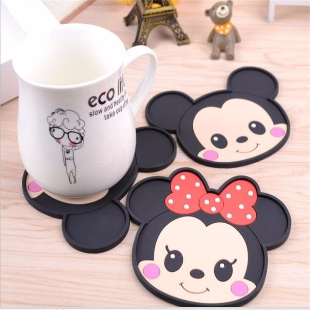 Mickey mouse dining table placemats best offer reviews for Mickey mouse kitchen accessories