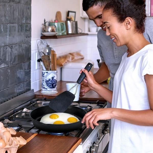 Simple Chef Cast Iron Skillet 3-Piece Set